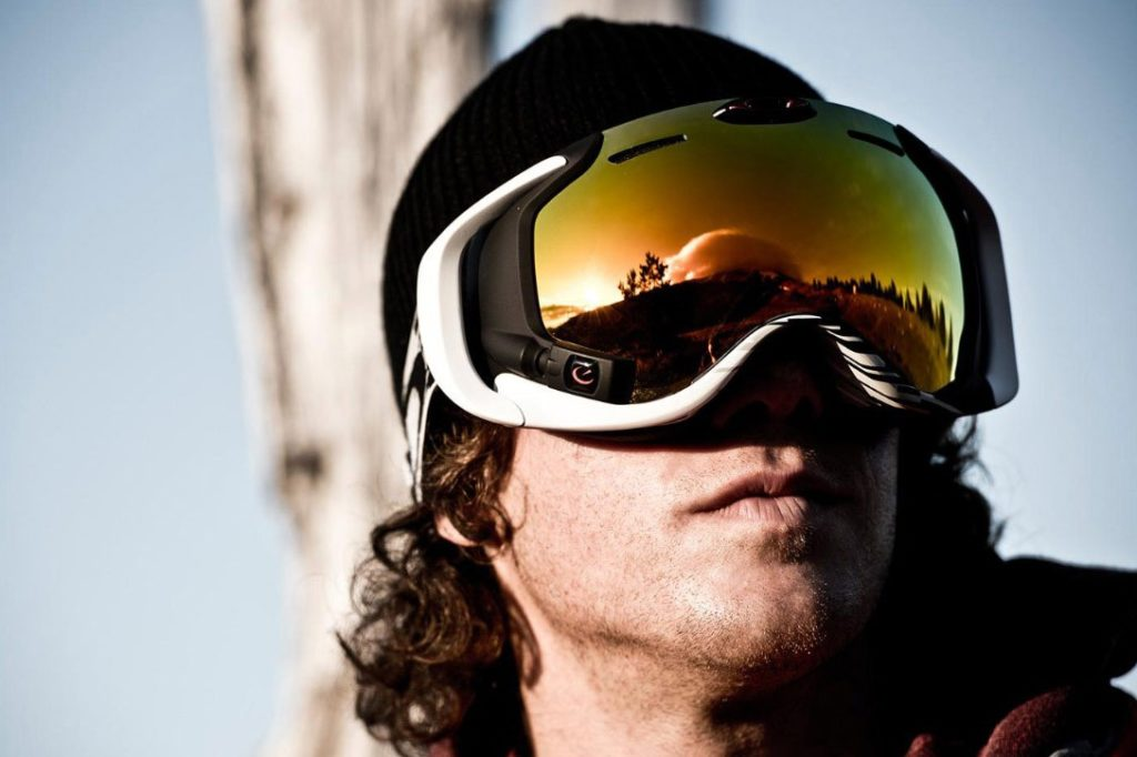 Как выбрать горнолыжную маску: характеристики, цвет, форма и количество линз