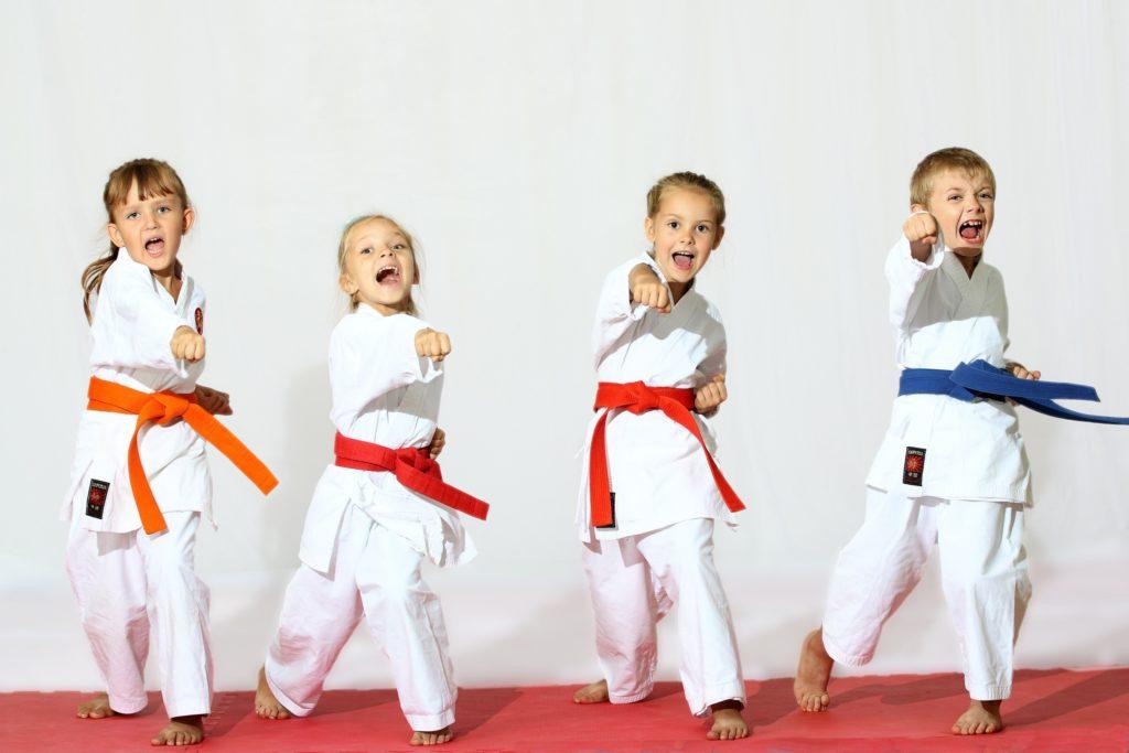 Каким спортом заниматься, если у ребенка плоскостопие