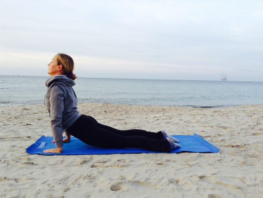 Практика Йоги Приветствие солнцу: как выполнять и почему улучшает здоровье