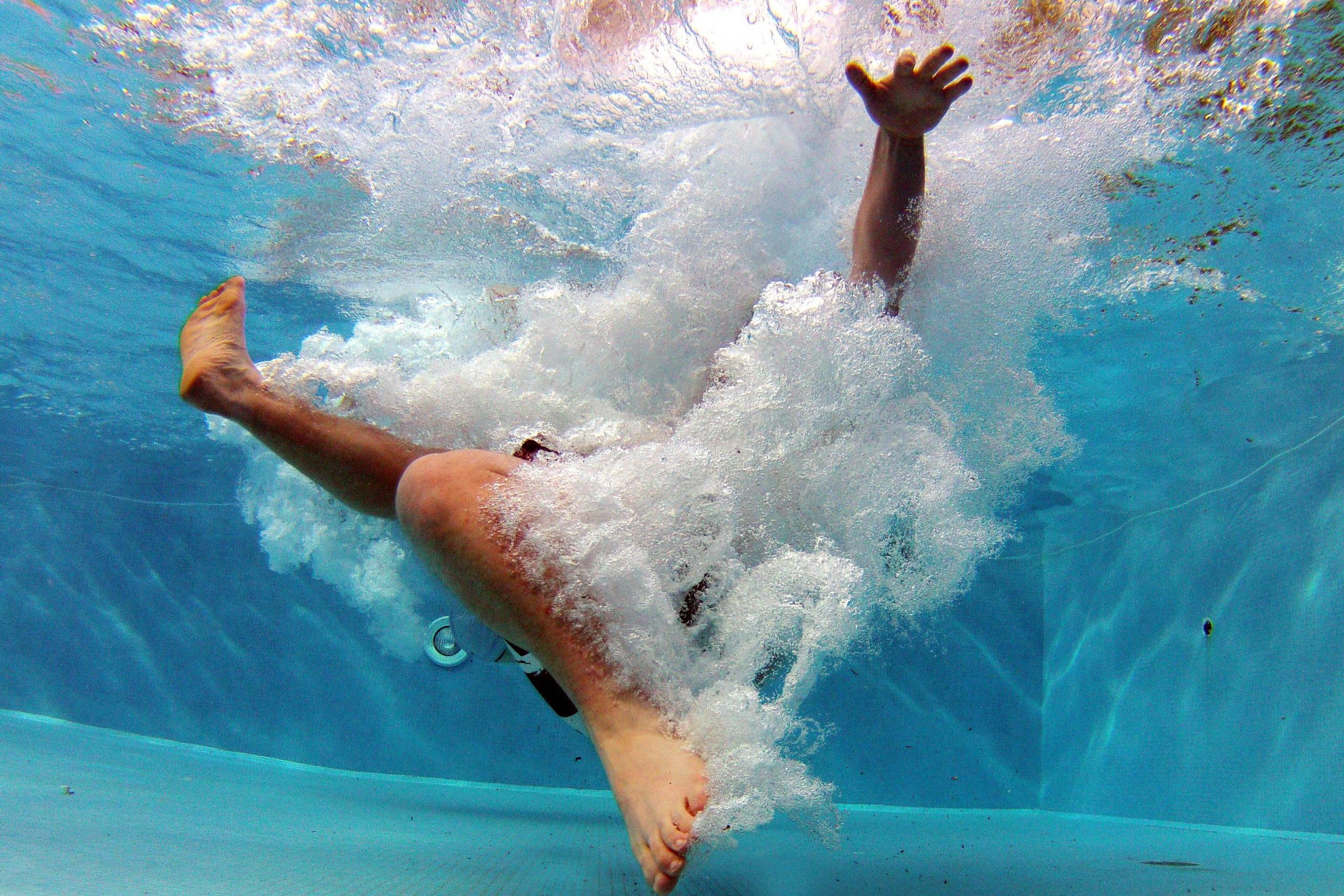 Как научиться плавать в 4 этапа