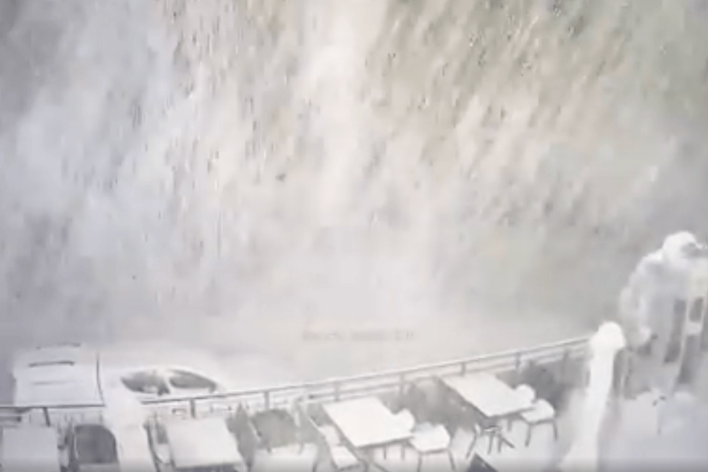 Снегопад и метель накрыли сочинский курорт «Роза Хутор»