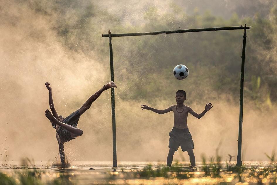 Дети, которые занимаются спортом, занимаются лучше и в школе
