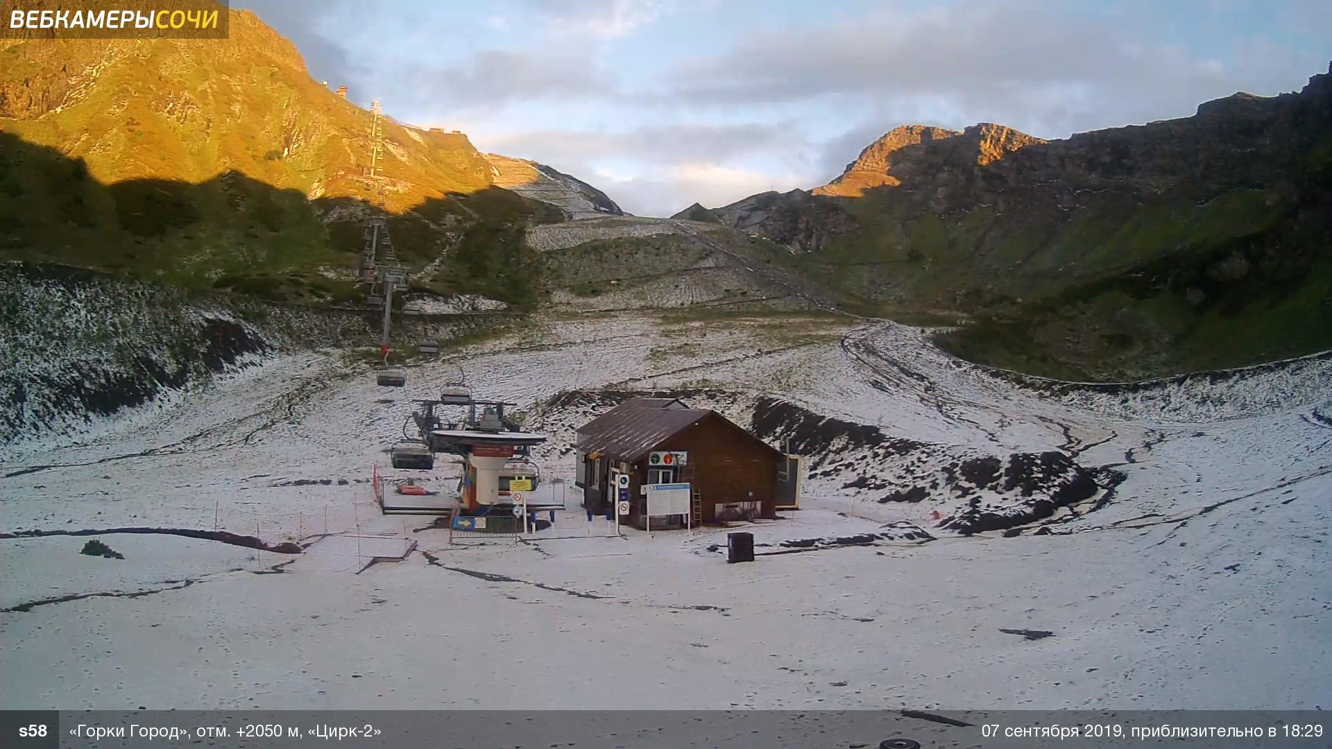 Первый снег в Красной Поляне попал на видео