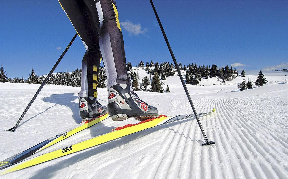 Классическая, коньковая и универсальная техники беговых лыж — что это, стили, различия, приемы, особенности