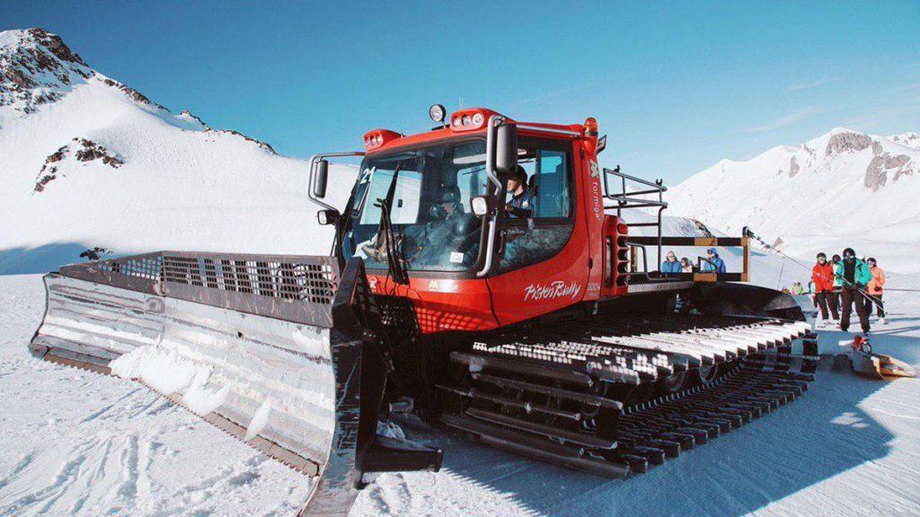 Как подготавливают трассы к горнолыжному сезону